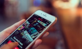 The Netflix Takeover: B2B Buyers Demand Consumer-Like Content Hubs